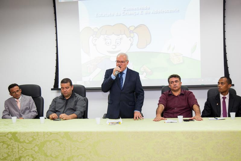Prefeito Valmir Mariano empossa novos conselheiros tutelares e suplentes