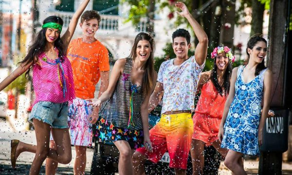 Com os preparativos para o Carnaval 2018 quem vai pular e curtir a maior  festa brasileira já pode pensar em qual será o look escolhido 181ae776fee8a
